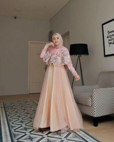 Inspirasi outfit kondangan – N&D<br> Dress Brukat, Hijab Dress Party, The Dress, Dress Outfits, Modest Fashion Hijab, Muslim Fashion, Casual Hijab Outfit, Fashion Dresses, Kebaya Muslim