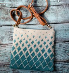 Crochet Handbags How to make a tapestry crochet bag. - The Titan Tapestry Crochet Bag is an easy to make bag that looks beautiful! Learn tapestry crochet to take your crochet to the next level! Tapestry Crochet Patterns, Crochet Purse Patterns, Bag Crochet, Crochet Shell Stitch, Crochet Diy, Modern Crochet, Crochet Handbags, Crochet Purses, Crochet Gifts