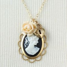 Google Afbeeldingen resultaat voor http://arabstyle.info/wp-content/uploads/2012/01/Most-Romantic-Necklaces-designs3.jpg