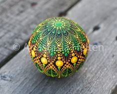 Mandala stone, hand painted - Mandala Stones ♣️Fosterginger.Pinterest.ComMore Pins Like This One At FOSTERGINGER @ PINTEREST No Pin Limitsでこのようなピンがいっぱいになるピンの限界