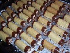 Nejlepší ořechové trubičky Desert Recipes, Bottle Crafts, Hot Dog Buns, Christmas Cookies, Nutella, Sausage, Sweet Tooth, Cheesecake, Food And Drink