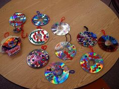 Recycled cd ornaments diy for kids Maybe green paint to make wreaths? Preschool Christmas, Christmas Activities, Christmas Art, Record Crafts, Cd Crafts, Recycled Crafts, Classroom Art Projects, Art Classroom, Halloween Crafts For Kids