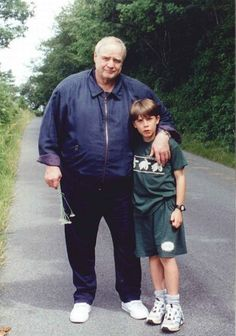 Marlon Brando with his godson in Owens Court Lane in the sleepy village of Selling, Kent, which he loved Marlon Brando, Crime Film, Robert Duvall, Old Movie Stars, Ronald Reagan, Hollywood Actor, The Godfather, Good Good Father, Film Director