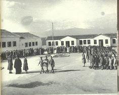 Το παλιατζίδικο των αναμνήσεων: Το παλιό Ελληνικό Σχολείο Crete, Old School, Old Things, Street View, Day, Outdoor, Schools, Memories, Photos