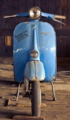 Vespa - Old blue. Vespa Piaggio, Vespa Ape, Lambretta Scooter, Vespa Scooters, Vespa Vintage, Vintage Bikes, Vintage Cars, Fiat 500, Motos Vespa