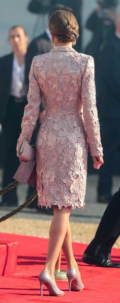 Queen Letizia - 28 November 2016 - State visit to Portugal Lace Dress, Dress Up, Evening Dresses, Formal Dresses, Queen Letizia, Mode Hijab, Royal Fashion, Beautiful Dresses, Beautiful Life