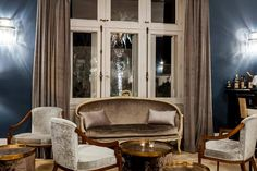 For this project we use approximately 300 m of fireproof antique velvet, still on for so many meters of satin, dozens of cushions dozens and dozens of drapes.