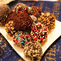 Cake pop azaz nutellás sütinyalóka bonbon Cake Pops, Nutella, Cereal, Almond, Breakfast, Recipes, Food, Sweet Pastries, Desserts