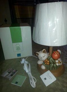 Meraviglioso lumetto da cameretta della Thun con gatto e tulipano, nuova con scatolo e certificato di garanzia  Note se acquisti piu oggetti le spese di spedizione li paghi una volta sola