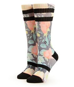 These crew socks are made with a sublimated floral print contrasted with black stripe detailing for a bold look, while the blended construction and built-in arch support offer premium comfort.