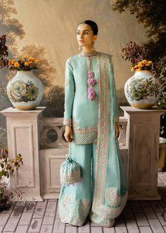 Simple Pakistani Dresses, Pakistani Wedding Outfits, Pakistani Fashion Casual, Indian Fashion Dresses, Indian Gowns, Pakistani Dress Design, Indian Designer Outfits, Indian Attire, Bridal Outfits