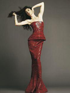 Spanish beauty Paz Vega models a standout #GiorgioArmani Privé gown
