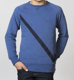 BOYS - EQIP Stick print sweater - true navy. Finished with an awesome EQIP-hockey stick print that underlines the passion for this sport.