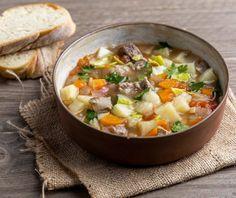 Μοσχάρι σούπα με λαχανικά | Συνταγή | Argiro.gr Food Categories, Cheeseburger Chowder, Curry, Menu, Fruit, Cooking, Ethnic Recipes, Soups, Menu Board Design