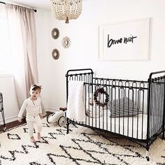 Bonne nuit, little one! Totally feeling the neutral vibes in this cozy nursery...and that crib!  Via @quentinandco