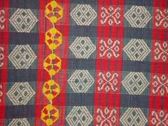 Jpeg 53K A detail of a pinilian blanket found from Ilocos to Kalinga, highlands of Northern Luzon, Philippines