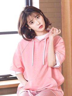 Korean Medium Hair 2020 Layered with Bangs Got curly or wavy shoulder-length hair? Add Korean Medium Hair 2020 layers so your curls are often Korean Medium Hair, Medium Hair Styles, Korean Actresses, Korean Actors, Iu Short Hair, Oppa Gangnam Style, Shot Hair Styles, Cute Korean Girl, Iu Fashion