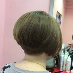 If you love the style of the sixties, then a wedge haircut is just the look for you. Similar to a bowl cut, the look incorporates soft bangs, inversions and layers to bring it into Short Stacked Wedge Haircut, Short Stacked Bob Haircuts, Short Wedge Hairstyles, Short Stacked Bobs, Choppy Bob Hairstyles, Short Hair Cuts, Short Hair Styles, Choppy Bobs, Stacked Hairstyles