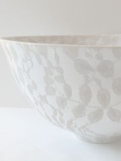 4.11  Taupe and white earthenware bowl glazed with lace inside and outside.
