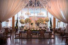 Blog OMG I'm Engaged - Decoração clássica para mesa de doces. Classic wedding decoration.