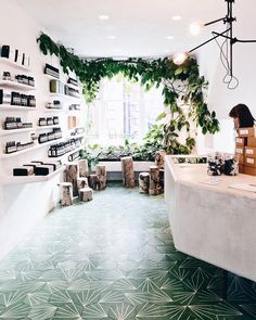 Got to meet some of the people behind one of my favorite brands - Aesop - today. Loved learning more about the history and philosophy of all these deliciously smelling products. And of course testing everything (except their post-poo drops ). I was already a fan of their travel kits but you should check out the new gift kits. Each telling the story of a different naturalist through beautiful illustrations by Bendik Kaltenborn. Ill have one (or all of them) for Christmas please.  And did you…