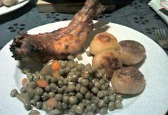 Pezsgőben párolt nyúl pirított burgonyával Meat, Chicken, Food, Essen, Meals, Yemek, Eten, Cubs