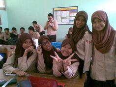X-7 (izah, @SisliaFarah, me, atun, and @DzikrinaSar_)♥