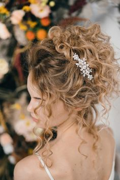 Elsa crystal wedding hair comb in bridal up do by - How To Style Wedding Hair Accessories With Curly Hair, Debbie Carlisle + Top Hair Care Tips for Curly Haired Brides Curly Bridal Hair, Hair Comb Wedding, Wedding Hairstyles For Curly Hair, Curly Hair Styles Wedding, Classic Wedding Hair, Relaxed Wedding, Bridal Updo, Wedding Hair For Short Hair, 1940s Wedding Hair