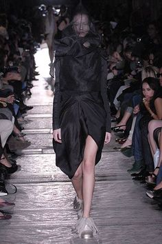 See all the Collection photos from Rick Owens Spring/Summer 2007 Ready-To-Wear now on British Vogue Rick Owens, Ready To Wear, Fashion Show, Runway, Vogue, Spring Summer, Model, How To Wear, Beauty