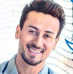 new trending amazing Action Hero Tiger Shroff pic collection - Life is Won for Flying (wonfy) Indian Bollywood Actors, Beautiful Bollywood Actress, Bollywood Stars, Bollywood Celebrities, Tiger Shroff Body, Hrithik Roshan Hairstyle, Disha Patni, Look Body, The Rock Dwayne Johnson