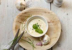 Yoghurt knoflooksaus. Zelfgemaakt en altijd een succes bij de bbq!