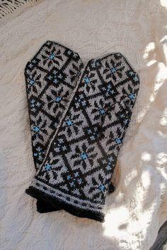 Ravelry: Latvian mittens, Vidzeme, Sarkani, p 100 pattern by Maruta Grasmane Knitted Mittens Pattern, Knit Mittens, Knitted Gloves, Knitting Socks, Hand Knitting, Knitting Charts, Knitting Patterns, Crochet Patterns, Fair Isle Knitting