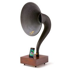 iPhone Gramophone...WANT!!!