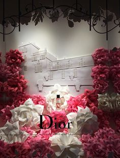 If you haven& had a chance to check out Saks& Glam Gardens windows, you simply must! The department store unveiled their second annual flo. Fashion Window Display, Store Window Displays, Perfume Display, Visual Merchandising Displays, Garden Windows, Annual Flowers, Store Windows, Department Store, Large Flowers