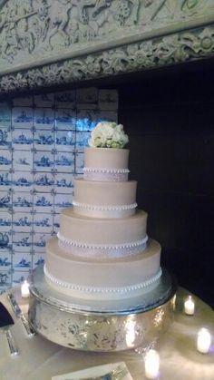 The love of wedding cakes