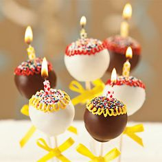 NEW Birthday Cake Pops - Covered in icing and sprinkles, and topped with candles these cake pops make a fun birthday gift for any age. Cute Cakes, Pretty Cakes, Beautiful Cakes, Cake Truffles, Cake Cookies, Cupcake Cakes, Birthday Cake Pops, Birthday Candles, Birthday Ideas