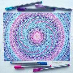 Use colored pencils from Aurora art supplies! aurora-artsupplie… Love the teal… Use colored pencils from Aurora art supplies! aurora-artsupplie… Love the teal, pink, purple and blue of this mandala design, so bright! Mandala Doodle, Mandala Drawing, Doodle Art, Arte Sharpie, Motifs Aztèques, Estilo Hippie, Zentangle Patterns, Zentangles, Zen Art