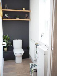 downstairs bathroom dark grey and gold with shelves badkamer beneden donkergrijs en goud met planken Small Downstairs Toilet, Small Toilet Room, Downstairs Cloakroom, Small Toilet Decor, Toilet Room Decor, Half Bathroom Decor, Gold Bathroom, Bathroom Ideas, Restroom Ideas