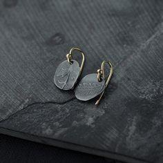 Keepsake Oxidised Sterling Silver and 18ct gold-plated earrings handmade by Minicyn. #handmadeearrings #designerjewellery #oxidisedearrings #etsymetal #parisjeweller #vintageinspired