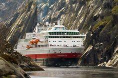 MS Finnmarken leaving the Trollfjord. Kontakt: Liv Marit lmvangdal@gmail.com