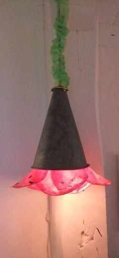 Suspension fleur fuchsia récup´ détournement upcycling papier métal Création unique Rose Recèle...d'objets en tous genres