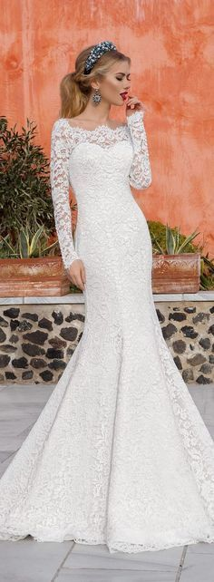 The Chic Technique: Lace and long sleeve wedding dress. Long Sleeve Wedding, Wedding Dress Sleeves, Lace Sleeves, Stunning Wedding Dresses, Beautiful Gowns, Wedding Attire, Wedding Gowns, Bridal Dresses, Lace Dresses