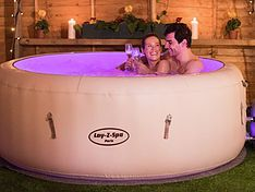 Are you looking for some affordable and reliable inflatable hot tub? See some recommended inflatable hot tubs here which can be your best inspiration! Intex Hot Tub, Inflatable Hot Tub Reviews, Hot Tub Accessories, Underwater Led Lights, Portable Spa, Spa Tub, Heating Systems, Paris, Vinyl