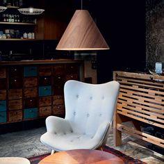Drevené svietidlo v modernom dizajne KAURI SP1 DARK   Ideal Lux. Dark Father, Egg Chair, Armchair, Lounge, Furniture, Home Decor, Products, Black Fabric, Natural Wood
