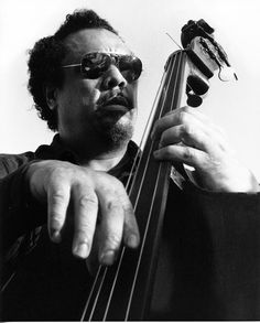 Charles Mingus – Biography One of the most important figures in twentieth century American music, Charles Mingus was a virtuoso bass player, accomplished pianist, bandleader and composer. Mingus soon found himself at the forefront of the avant-garde. Jazz Artists, Jazz Musicians, Music Artists, Jazz Blues, Blues Music, Jazz Quotes, Charles Mingus, Dizzy Gillespie, Soul Jazz