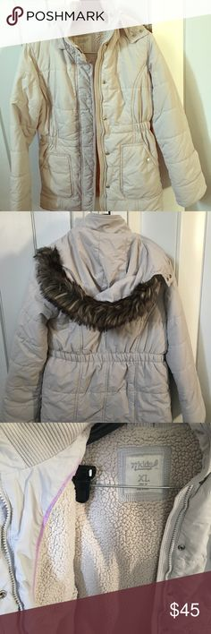 Girls winter/snow jacket American Eagle kids winter/snow jacket with hoodie. Excellent condition. Perfect for coming winter 77kids Jackets & Coats Puffers