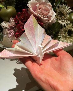 普通の折り鶴とどう違うの?祝い鶴の折り方まとめ | marry[マリー] Wedding Name Tags, Wedding Welcome, Origami Design, Diy Origami, Origami Wedding, Diy Wedding, Paper Crafts For Kids, Diy And Crafts, Paper Ornaments