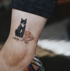 Cats are awesome- that is the reason the cat tattoos are as well. So, here are the best 125 cat tattoos that you could ever get. Future Tattoos, Love Tattoos, Beautiful Tattoos, Body Art Tattoos, Small Tattoos, Tatoos, Tattoos Tribal, Triangle Tattoos, Ankle Tattoos