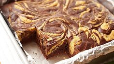 This diabetic-friendly brownie recipe uses the classic flavor combination of chocolate and peanut butter to make a delicious dessert you'll want to make again and again. Healthy Dessert Recipes, Delicious Desserts, Diabetic Desserts, Healthy Breakfasts, Diabetic Recipes, Healthy Snacks, Diabetic Friendly, Unsweetened Cocoa, Chocolate Brownies