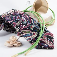 Nice and easy Paisley pattern. Together with Green shoelaces and nude Hanky and Lapel flower. That's our Dapper Set #6. Get yours now : )  #toffster #dapper  #mensfashion #suitup #classy #menstyle #mensclothing  #dappermen #germanfashion #mensaccessories  #fashion #accessories #style #groomsmen